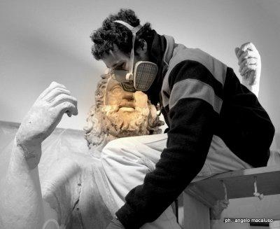 Técnicos trabajando sobre el Zeus de Solunte / Museo Salinas de Palermo