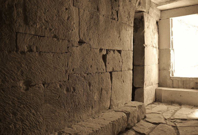 Interior de la tumba de Toya. Foto: Centro de Interpretación de las Tumbas Principescas de Toya y Hornos.