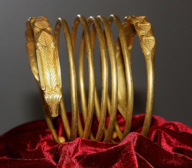 dacian_gold_bracelet_at_the_national_museum_of_romanian_history_2011_-_5