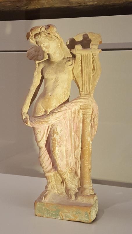 Apolo citaredo. Terracota. Museo del Louvre, París. Foto: Mario Agudo Villanueva